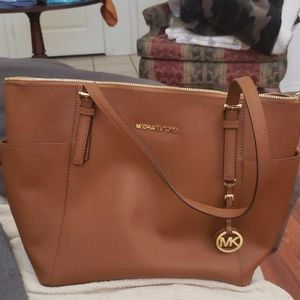 Michael kors east west tote in color luggage